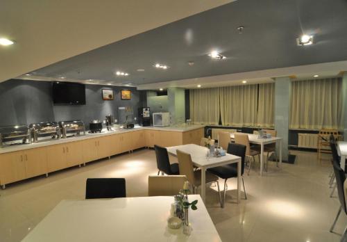 Ресторан / где поесть в Jinjiang Inn Xi'ning Dashizi Mojia Street
