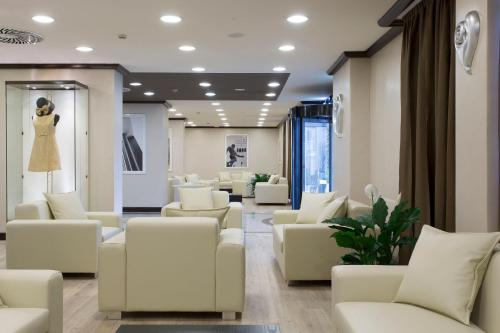 A seating area at Best Western Plus Tower Hotel Bologna