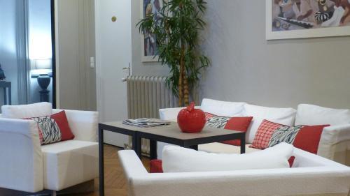 A seating area at Hôtel Helvétique