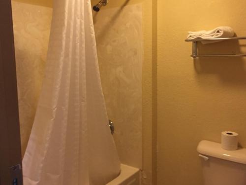 A bathroom at First Western Inn - Fairmont City