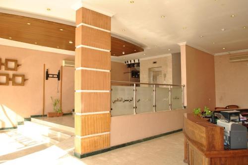 A cozinha ou cozinha compacta de Golden Prince Hotel Al Fayizia