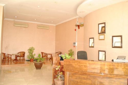 O saguão ou recepção de Golden Prince Hotel Al Fayizia