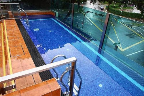 Der Swimmingpool an oder in der Nähe von Nostalgia Hotel (SG Clean)