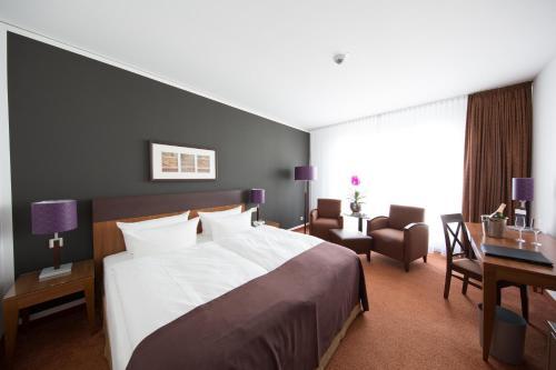 Ein Bett oder Betten in einem Zimmer der Unterkunft Dorint Hotel am Dom Erfurt