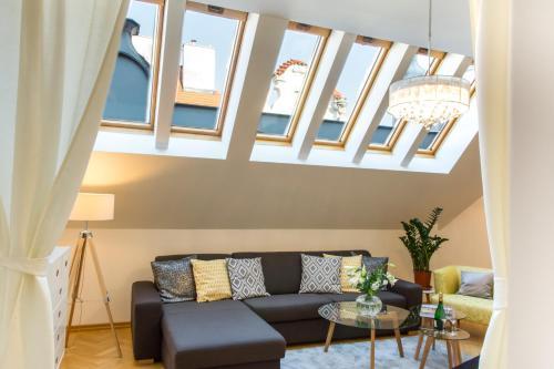 A seating area at Luxury Apartment Maiselova