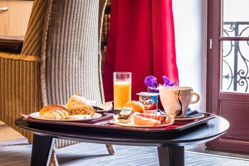 Options de petit-déjeuner proposées aux clients de l'établissement Théâtre Hôtel Chambéry