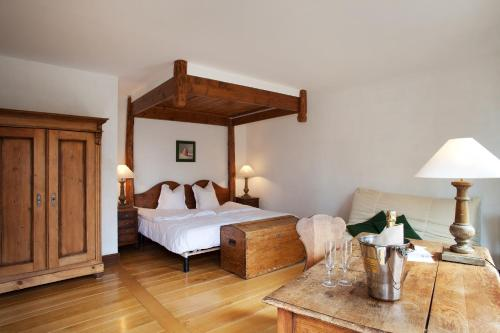 A bed or beds in a room at Le Domaine de Rouffach
