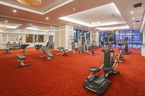The fitness centre and/or fitness facilities at Muong Thanh Luxury Nha Trang Hotel