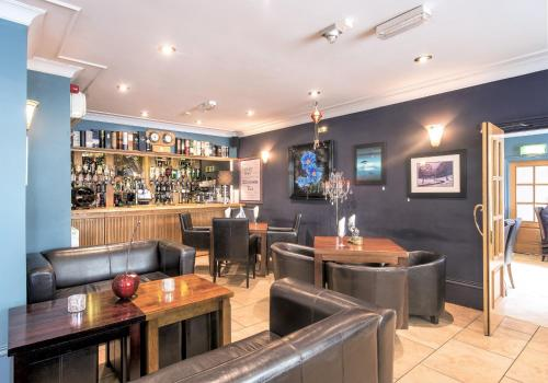 The lounge or bar area at Dovedale Hotel and Restaurant