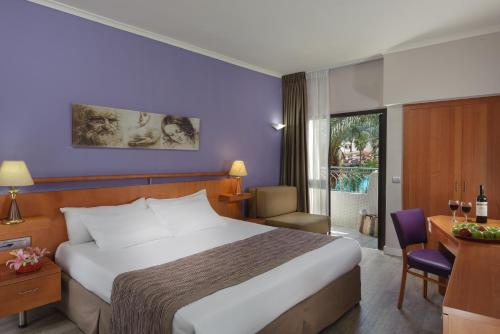A bed or beds in a room at Leonardo Privilege Eilat Hotel - All inclusive
