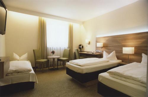 Ein Bett oder Betten in einem Zimmer der Unterkunft Hotel Jedermann