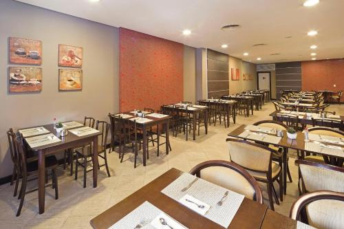 A restaurant or other place to eat at Swan Caxias do Sul