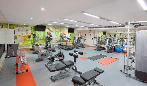The fitness center and/or fitness facilities at Ghent Marriott Hotel