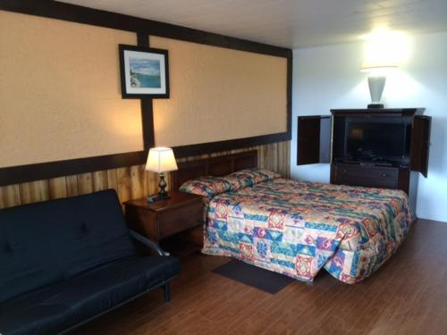 A bed or beds in a room at Carleton Motel and Coffee Shop