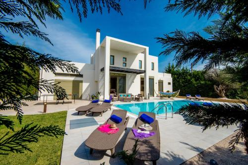 Piscine de l'établissement Filerimos Oasis Villa ou située à proximité