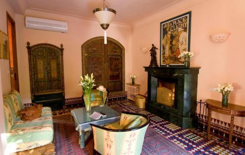 Coin salon dans l'établissement Dar Ayniwen Garden Hotel & Bird Zoo
