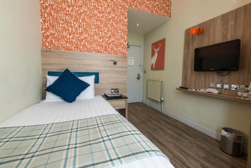 Un ou plusieurs lits dans un hébergement de l'établissement Cairn Hotel & Apartments