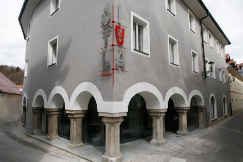 Zgradba, v kateri se nahaja hostel