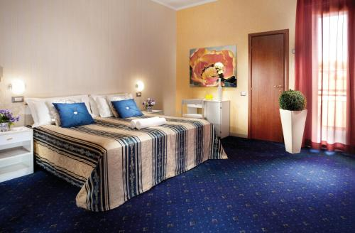 A bed or beds in a room at Park Hotel Zaira