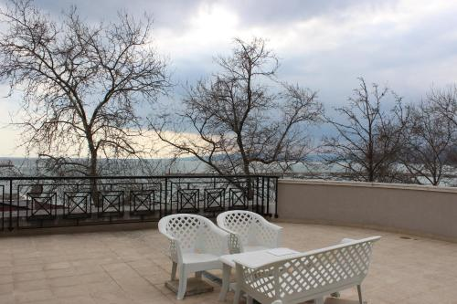 A balcony or terrace at Balchik View Apartments