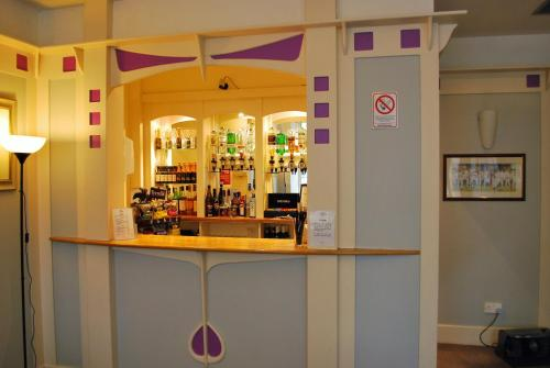 The lounge or bar area at Rennie Mackintosh Hotel - Central Station