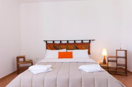 A bed or beds in a room at Stagnone Holiday Apartment