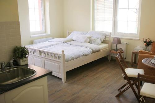 A bed or beds in a room at Chopsticks B&B