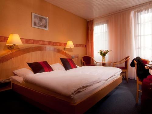 Een bed of bedden in een kamer bij Hotel Weinhof