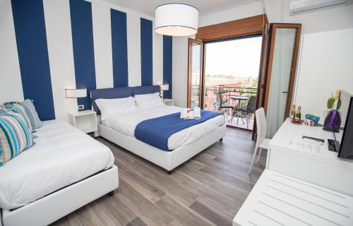A bed or beds in a room at Sea Room Sorrento