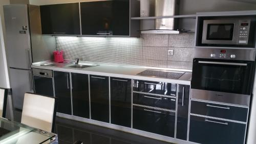 A kitchen or kitchenette at Comfort Deluxe Kosmos Apartments