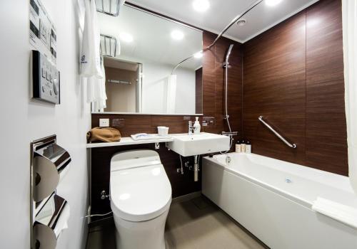 A bathroom at Daiwa Roynet Hotel Kokura Ekimae