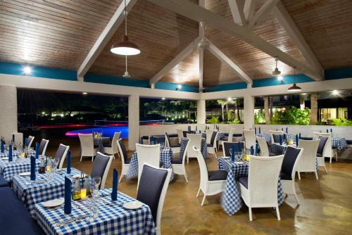 A restaurant or other place to eat at Coconut Bay Beach Resort & Spa All Inclusive