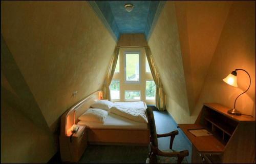 A bed or beds in a room at Hotel Bischof