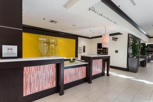 The lobby or reception area at Hilton Garden Inn San Mateo