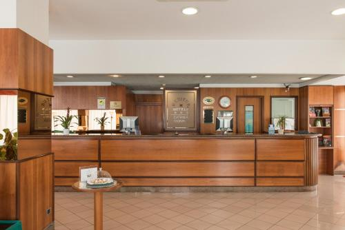 Лобби или стойка регистрации в Hotel Catania Ognina