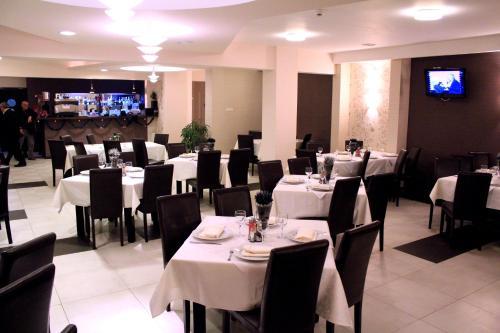 Un restaurant sau alt loc unde se poate mânca la Hotel Flora