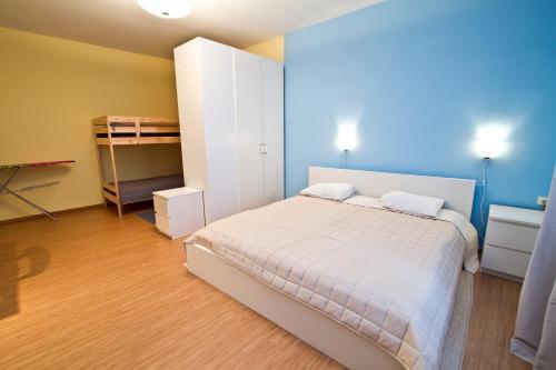 Кровать или кровати в номере RedBerry