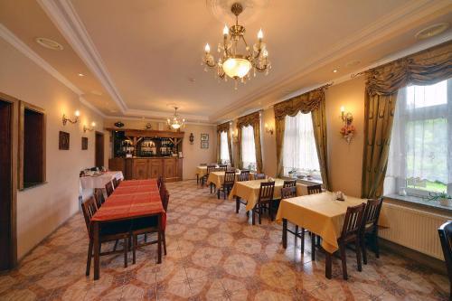 Restauracja lub miejsce do jedzenia w obiekcie Gościniec Rudawski
