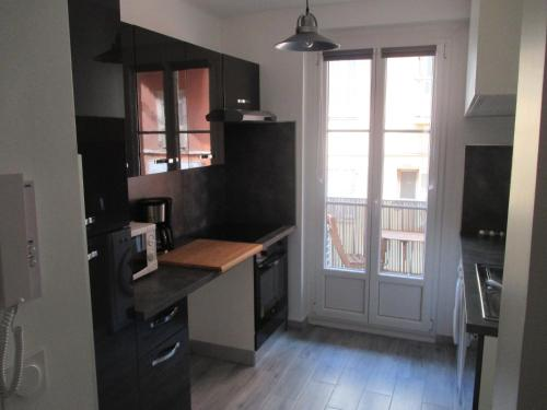 A kitchen or kitchenette at Nice Apartment Old Town