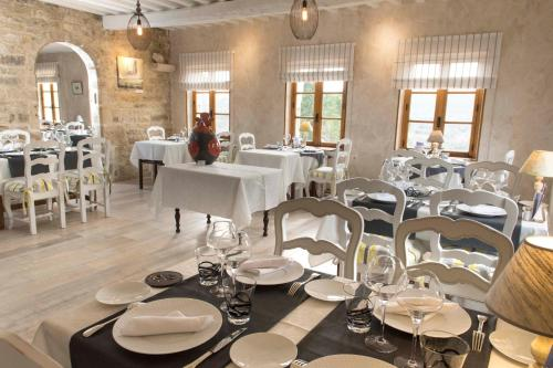 Restaurant ou autre lieu de restauration dans l'établissement Les Hospitaliers