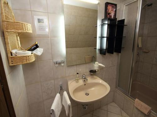 A bathroom at Hotel Bischof