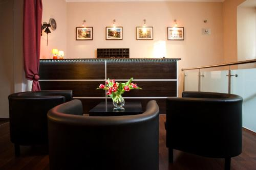 The lounge or bar area at Station Aparthotel