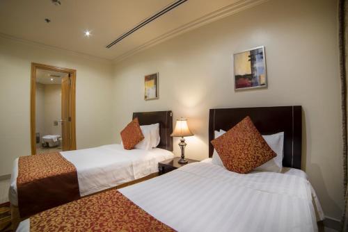 Cama ou camas em um quarto em Al Rashid Residence