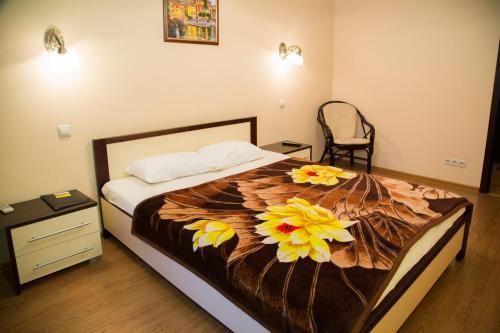 Кровать или кровати в номере Apartment on 78 Dob. brigady, 4-2 by KrasStalker