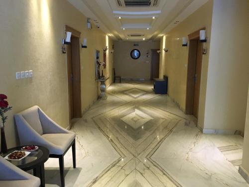 O saguão ou recepção de Beet Al Malqa Furnished Apartments
