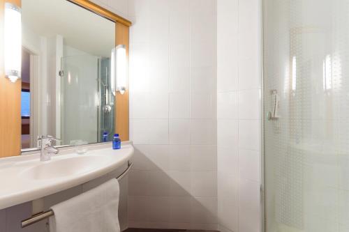 A bathroom at Ibis Bilbao Centro