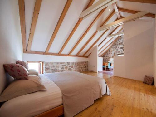 A bed or beds in a room at Holiday Home Kut