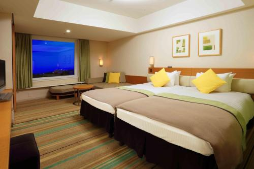 A bed or beds in a room at Tokyo Bay Maihama Hotel