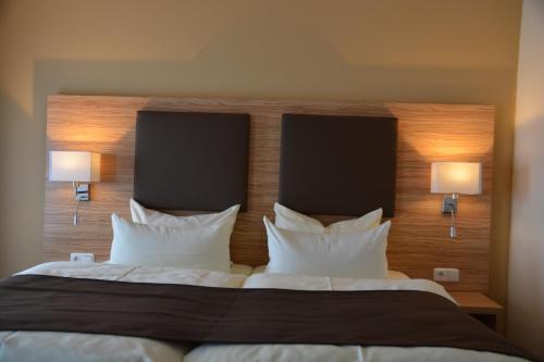 Ein Bett oder Betten in einem Zimmer der Unterkunft Altstadthotel Harburg