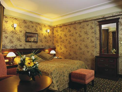 A bed or beds in a room at Germir Palas Hotel - Special Class